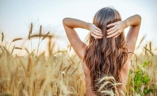 Pohlazení sluncem: Jak vlasy v létě chránit před slunečními paprsky?